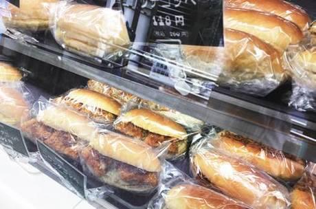 店頭には常時10~18 種類のコッペパンが並んでいる。 今後はドリンク系も充実していく予定