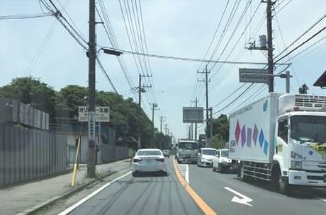▲︎ 国道が近く、工場なども多いことから、 トラックをはじめとした大型車の交通量も 激しい。