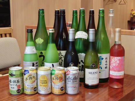 山ぶどう使用の日本のワインや芋焼酎などがそろう