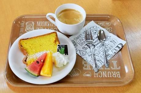 5種類のシフォンケーキに季節の フルーツと飲物のセット